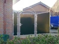 <h5>Gartentor</h5><p>Pfosten aus 60er Vierkantrohr, Tor aus 30er Vierkantrohr, innenliegende Elemente aus 6mm Schichtstoffplatten.</p>