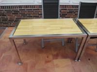 <h5>Terrassen-Tisch</h5><p>Gefertigt aus 50er Vierkantrohr, elektropoliert. Mit einer Buchentischplatte bestückt.</p>
