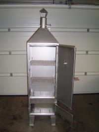 <h5>Räucherschrank</h5><p>Gefertigt aus 2,5er Edelstahl in den Maßen 400x400mm, ca. 2,5m hoch. Für Hobbyangler geeignet.</p>
